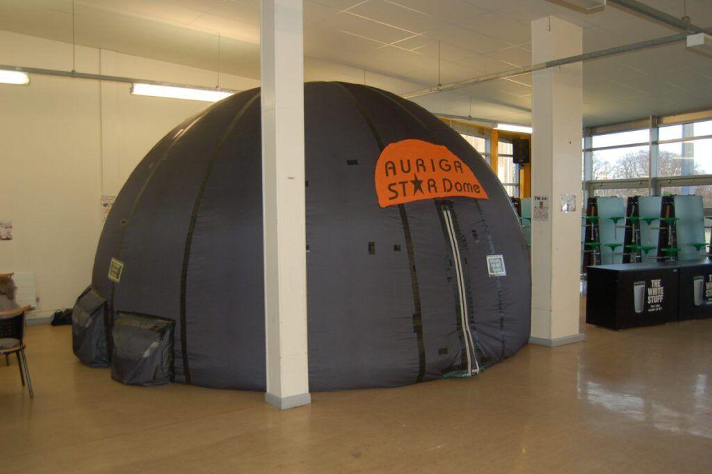Mobile Planetarium in Tight Spaces